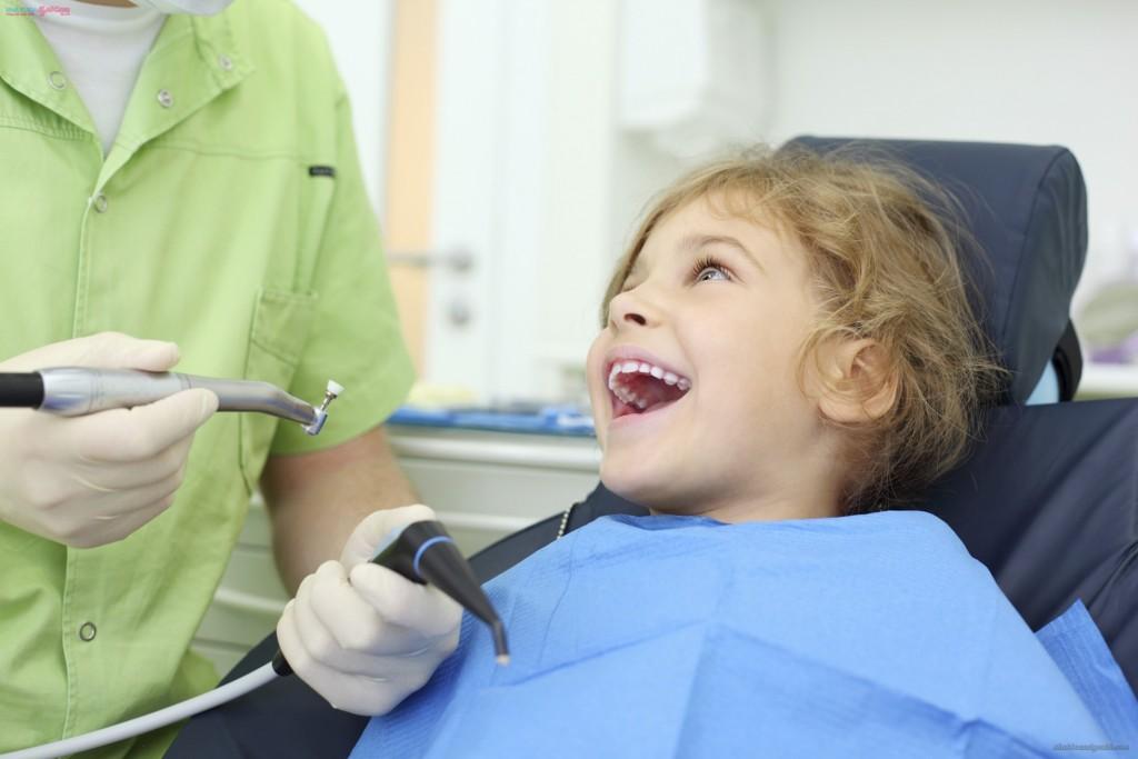 Khi nào cần nhổ răng sữa cho bé?1