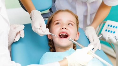 Nhổ răng sữa sớm có ảnh hưởng tới mọc răng vĩnh viễn không? 1