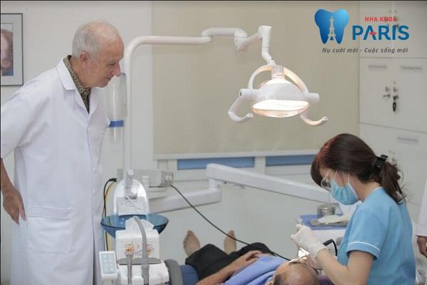 Nhổ răng CHẢY MÁU NHIỀU phải làm sao để khắc phục? BS tư vấn 2