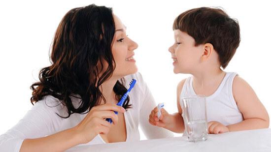 Chăm sóc răng đúng cách giúp hạn chế răng sữa mọc lệch