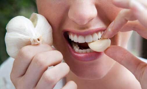 Giảm đau răng khôn khi mang bầu bằng tỏi