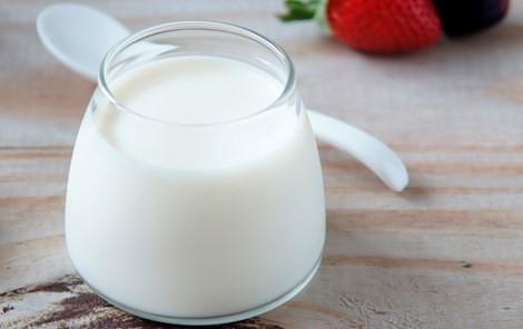 Nhổ răng xong có thể uống sữa chua để giảm đau