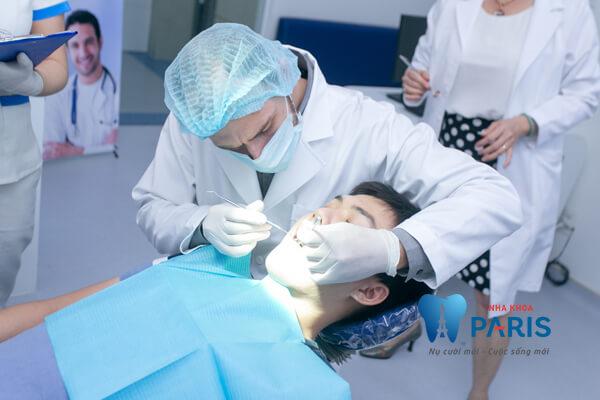 nhổ răng khôn xong bị sốt nên tới thăm khám tại phòng nha