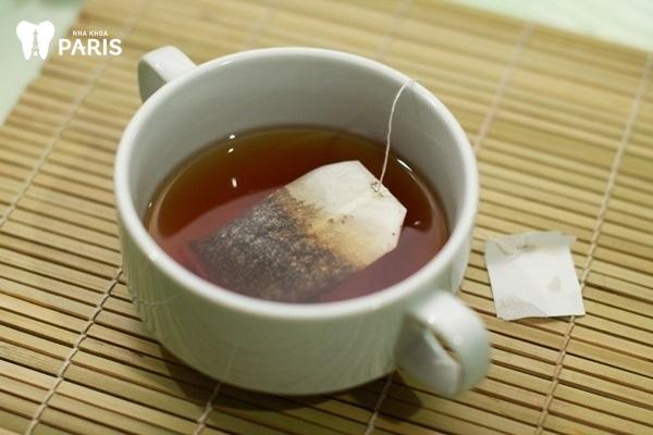 Điều trị viêm nướu răng khôn tại nhà bằng túi trà lọc