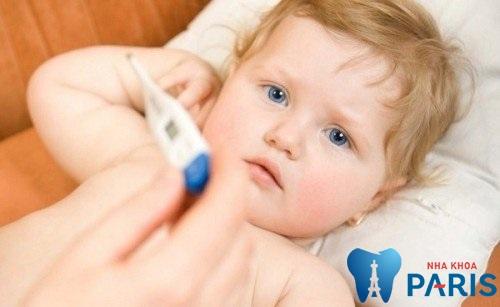 Trẻ sốt mọc răng mấy ngày thì hết? Có nên dùng thuốc hạ sốt không? 1