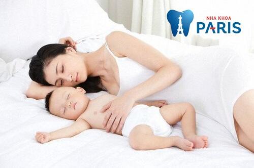 Trẻ sốt mọc răng mấy ngày thì hết? Có nên dùng thuốc hạ sốt không? 6