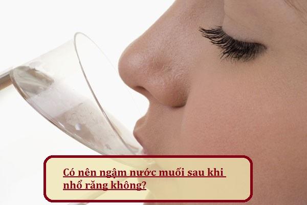Có nên ngậm nước muối sau khi nhổ răng không