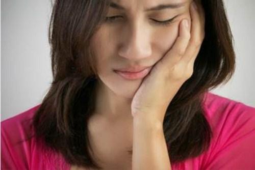 Sưng lợi ở răng khôn khiến người bệnh khó chịu
