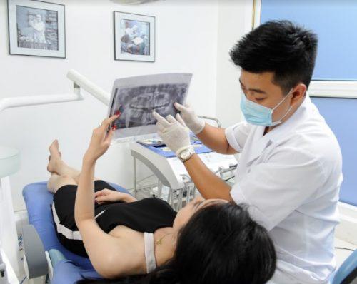 Một số nha khoa có thể tính thêm phí chụp phim vào bảng giá nhổ răng khôn.