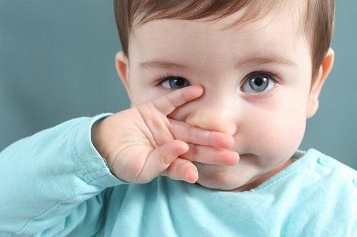 Bé mọc răng có bị sổ mũi không