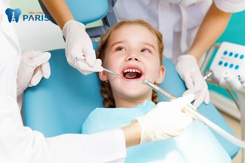 kinh nghiệm nhổ răng cho bé