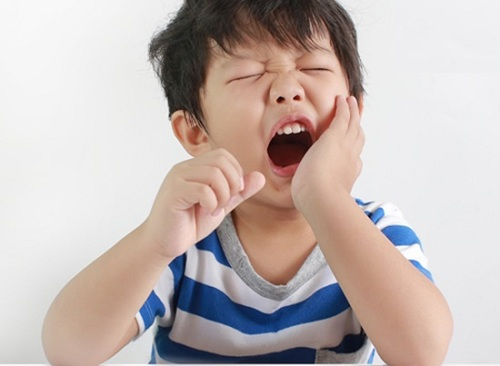 mọc răng cấm bị đau