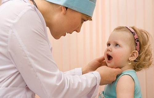 Trẻ mọc răng muộn tốt hay xấu
