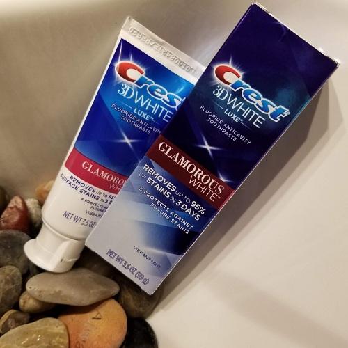 kem đánh răng Crest 3d glamorous white