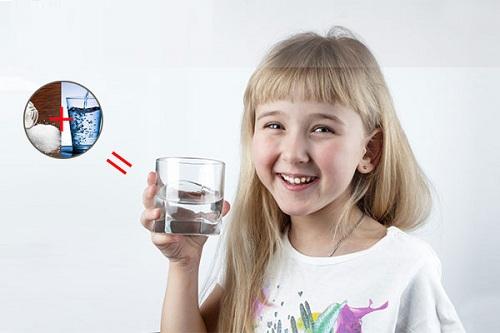 cách pha nước muối cho bé súc miệng