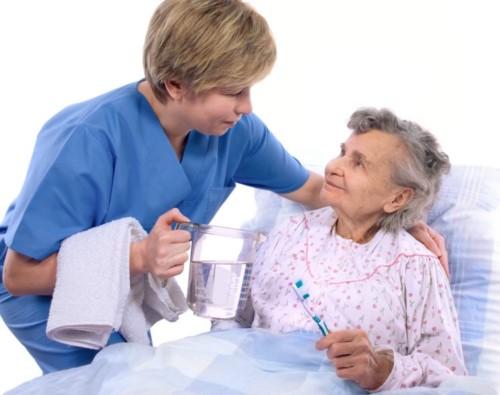 Hướng dẫn vệ sinh răng miệng cho người bệnh