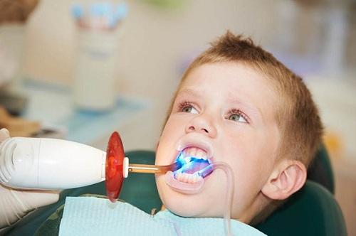 Điều trị hàm răng sún ở trẻ em
